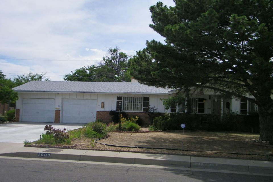 1009 Grove Street NE, Albuquerque, NM 87110