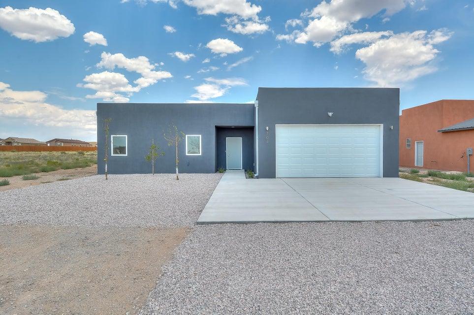 704 1st Street NE, Rio Rancho, NM 87124