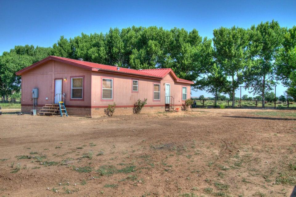 196 Highway 109, Jarales, NM 87023