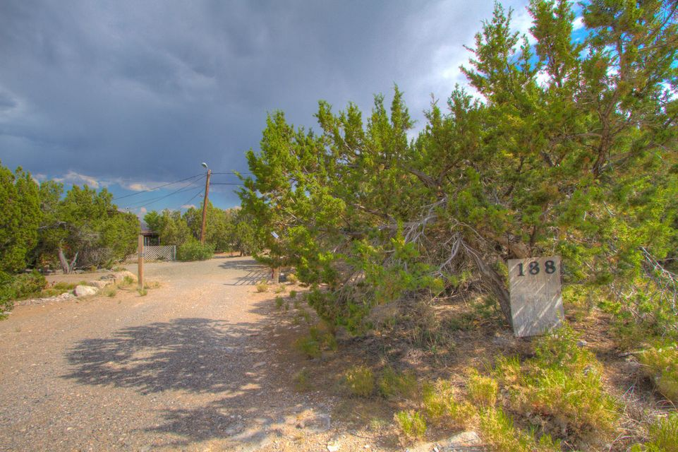 188 Skyline Drive, Edgewood, NM 87015