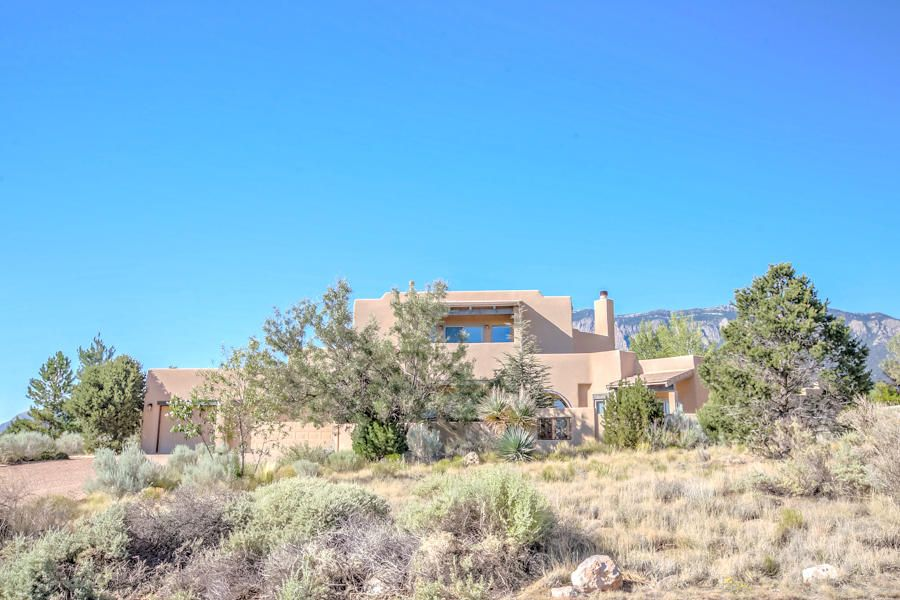 6104 Buffalo Grass Court NE, Albuquerque, NM 87111