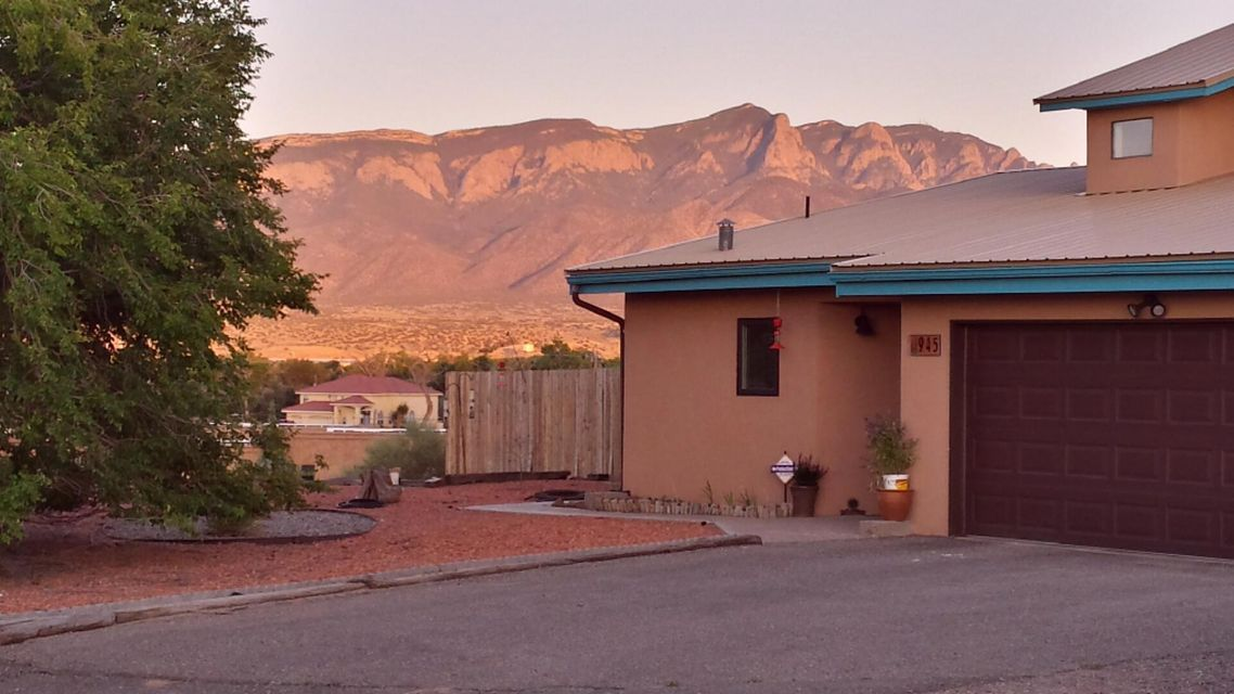 945 Nazcon Road, Bernalillo, NM 87004
