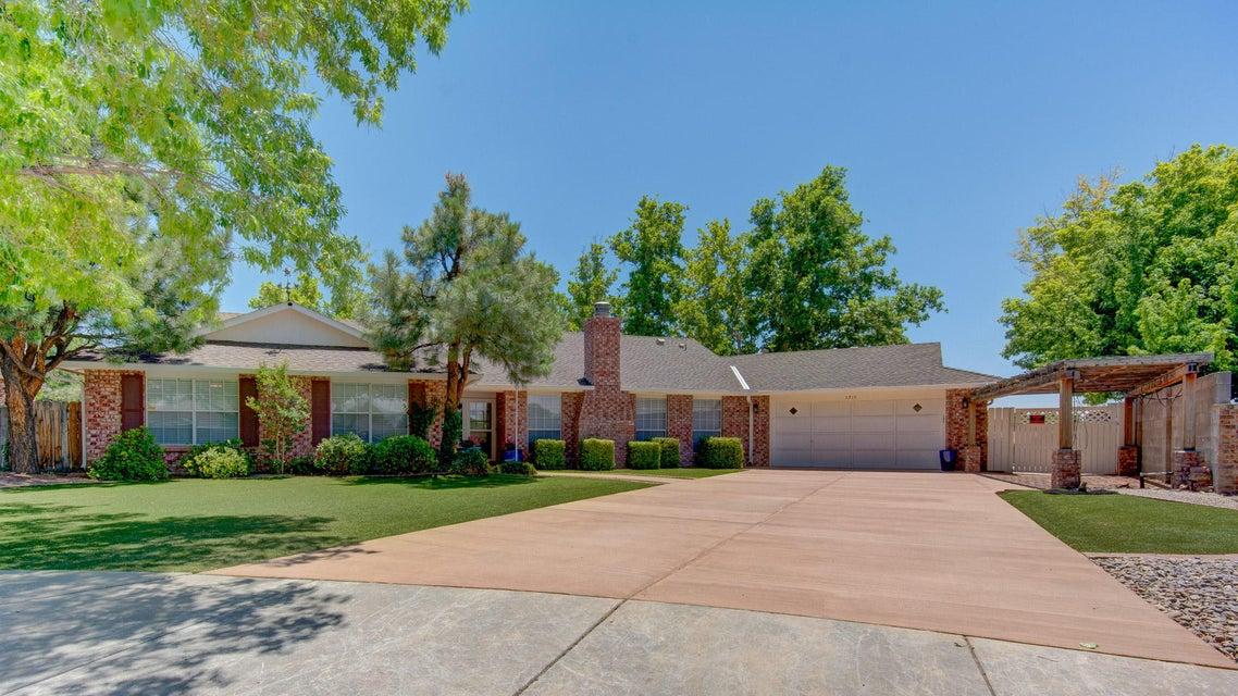 5915 Los Hermanos Court NE, Albuquerque, NM 87111