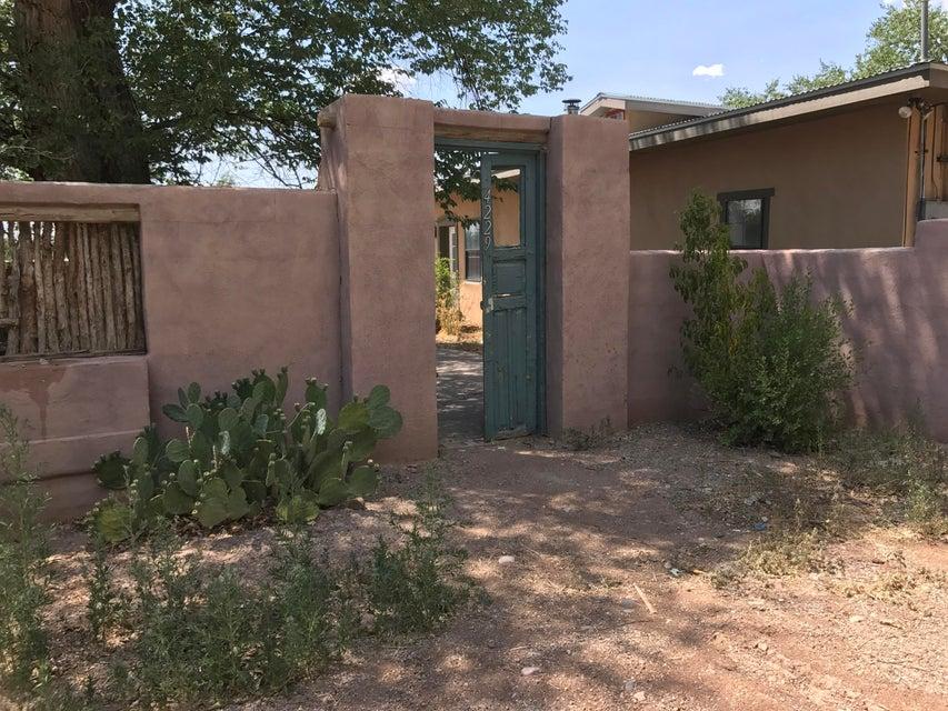 4229 San Isidro Street NW, Albuquerque, NM 87107