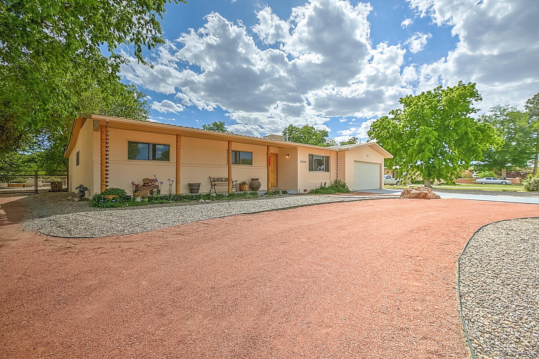 1132 Western Meadows Road NW, Albuquerque, NM 87114