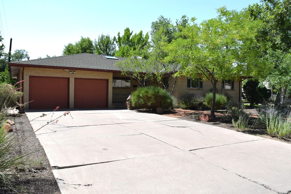 906 Laurel Drive SE, Albuquerque, NM 87108
