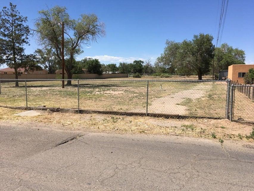 231 Sunnyslope Street SW, Albuquerque, NM 87105