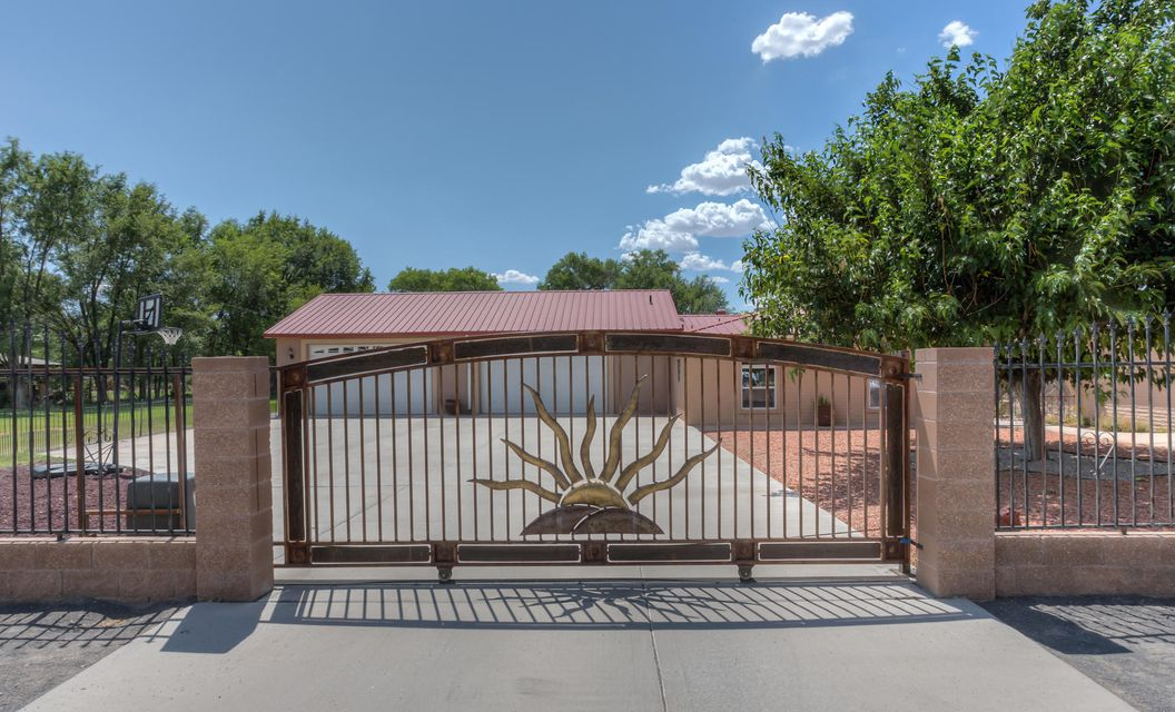1195 Calle Del Oro, Bosque Farms, NM 87068