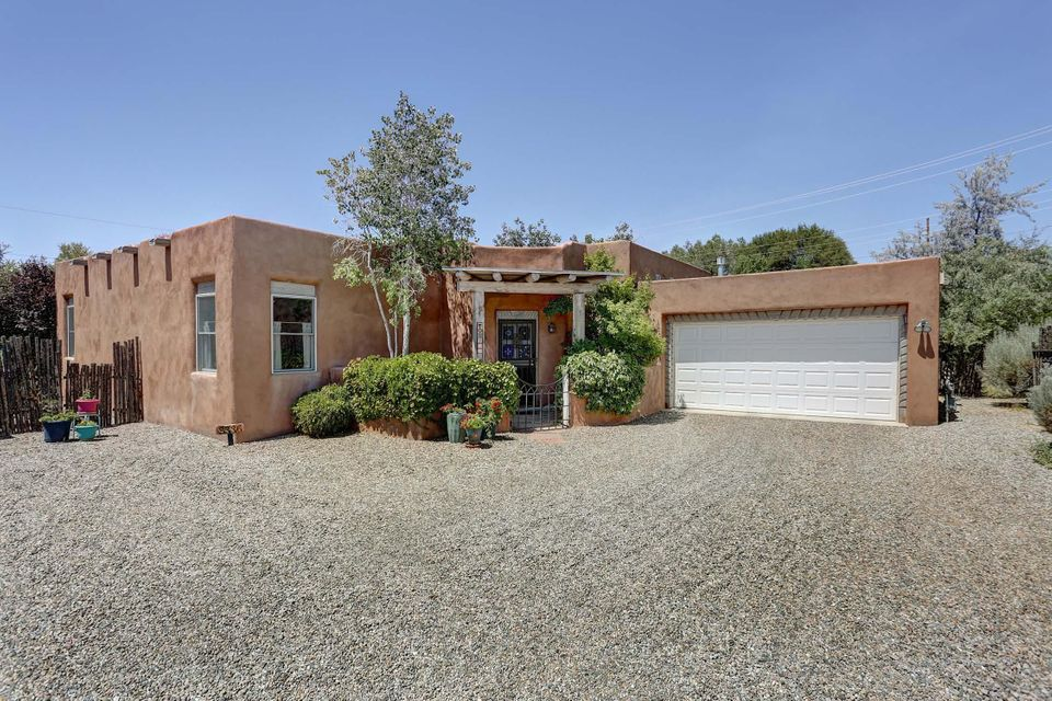 2336 Campbell Road NW, Albuquerque, NM 87104
