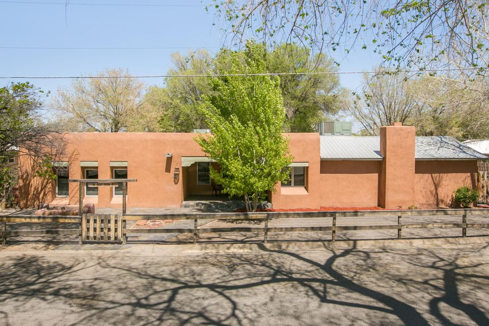 23 Academy Drive NW, Corrales, NM 87048