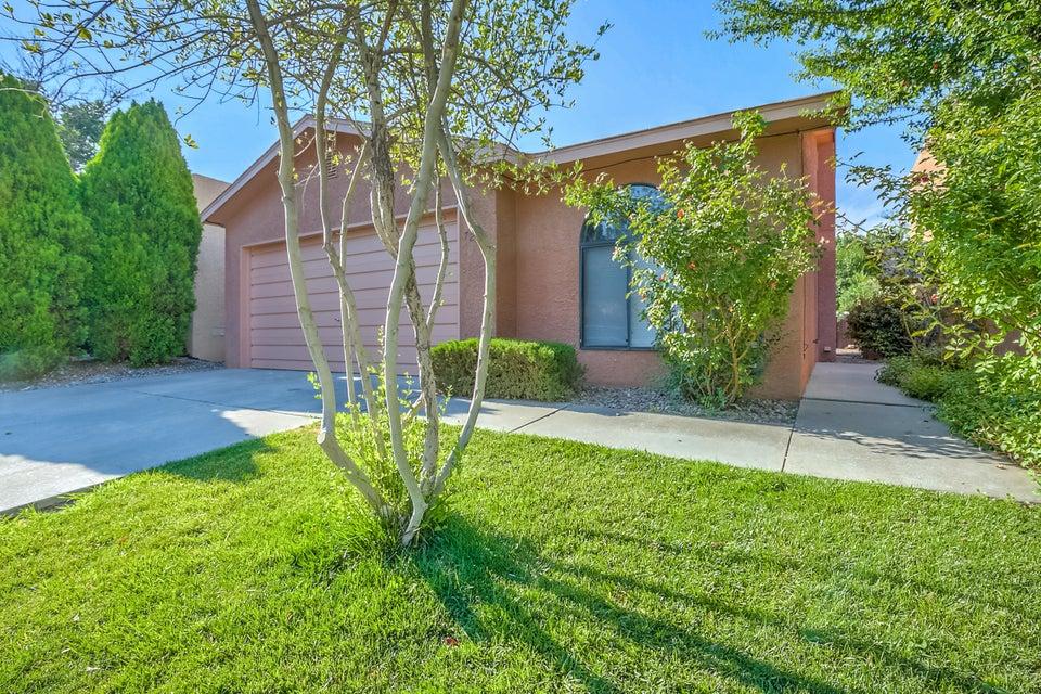 7220 Bobwhite Lane NE, Albuquerque, NM 87109