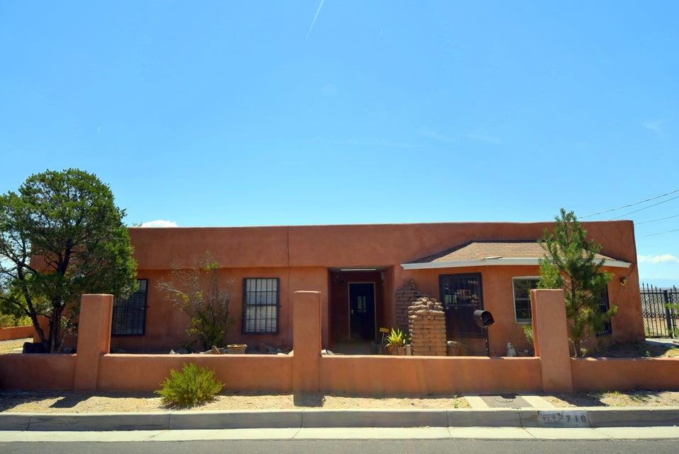 716 Luna Road SW, Albuquerque, NM 87105