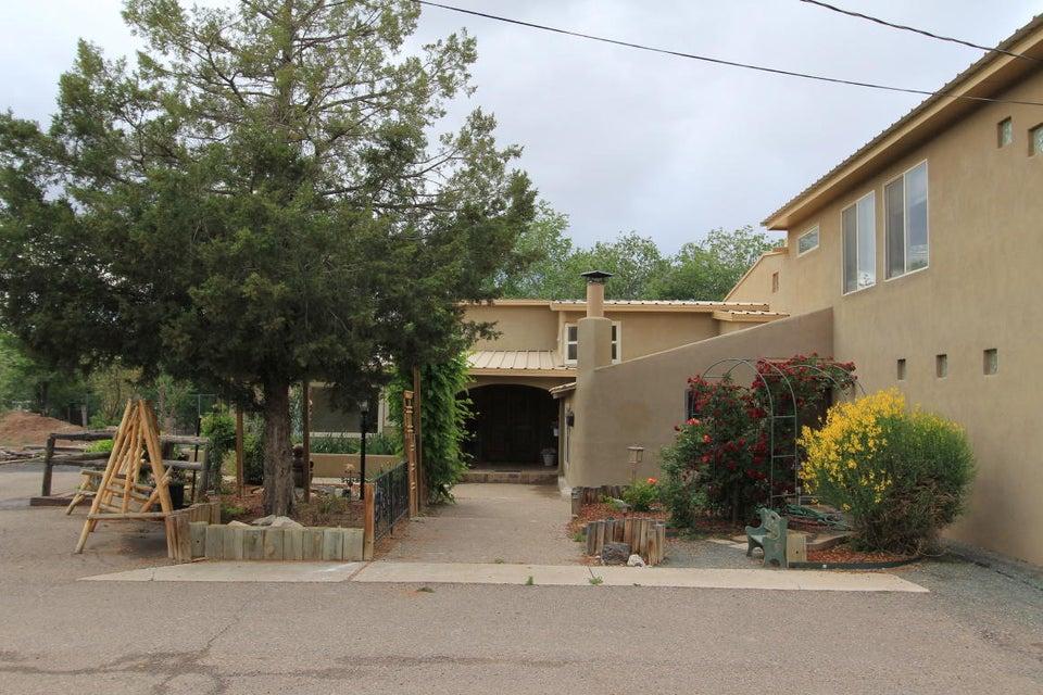 817 Ranchitos Road NW, Los Ranchos, NM 87114