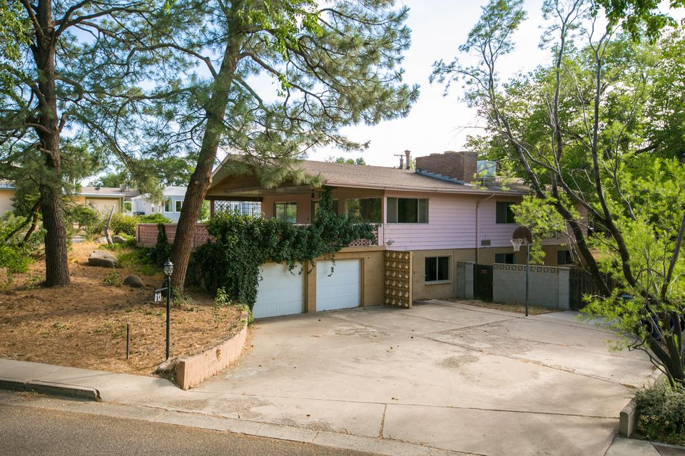 813 Richmond Drive SE, Albuquerque, NM 87106