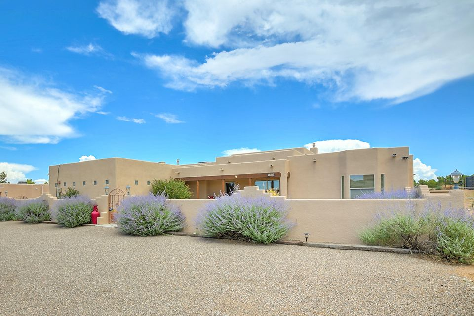 9909 San Francisco Road NE, Albuquerque, NM 87122