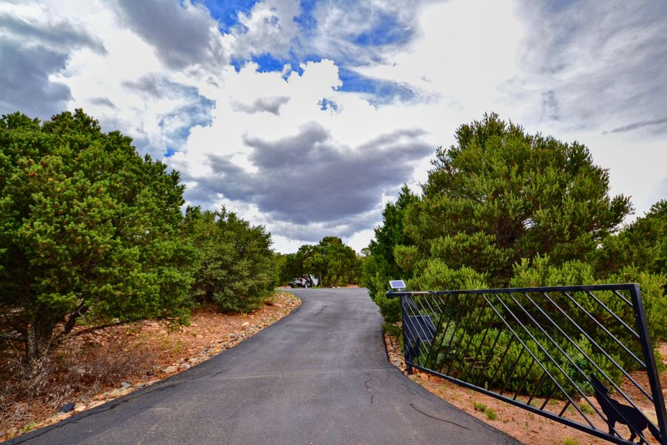 39 Woodlands Drive, Tijeras, NM 87059