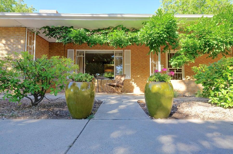 1716 San Patricio Avenue SW, Albuquerque, NM 87104