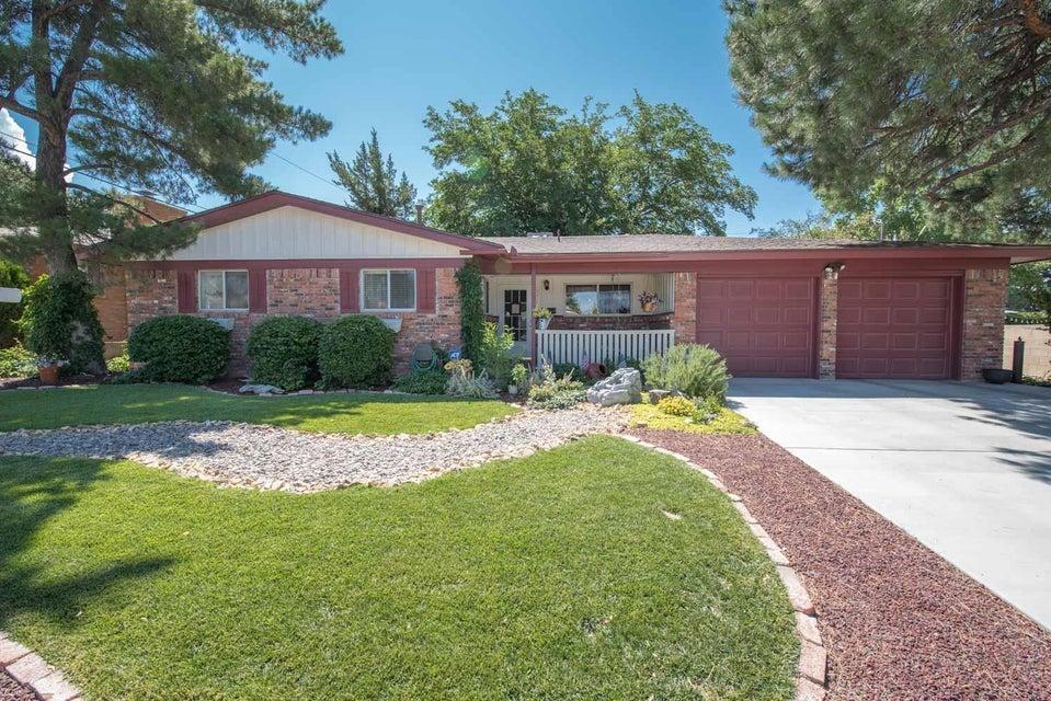 8218 Delaware Street NE, Albuquerque, NM 87110