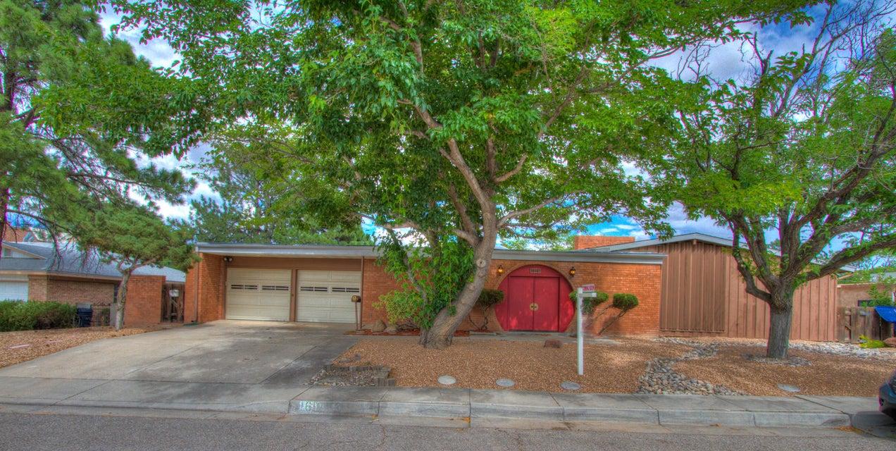 1618 Calle Del Ranchero NE, Albuquerque, NM 87106