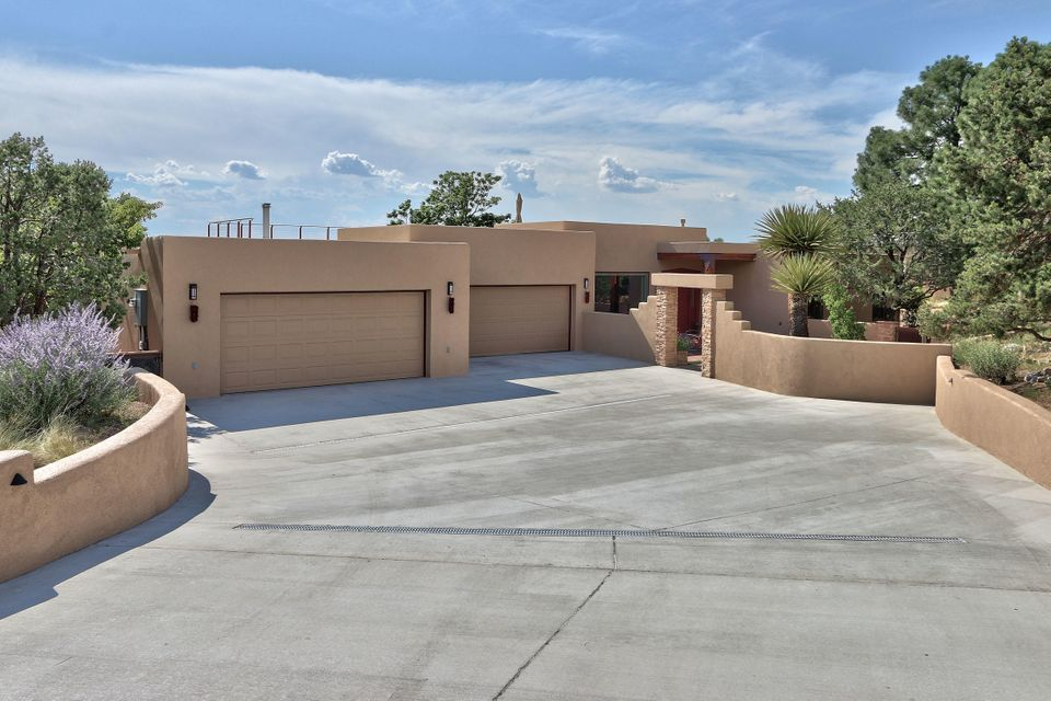 693 Black Hawk Drive NE, Albuquerque, NM 87122