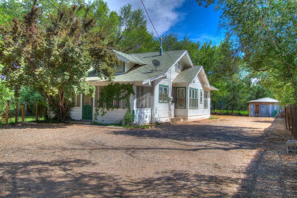 144 Vineyard Road NW, Albuquerque, NM 87107