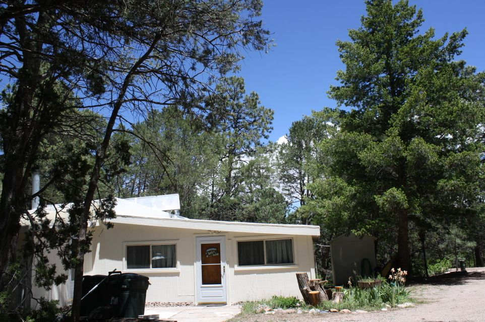 25 Pinon cove Road, Cedar Crest, NM 87008
