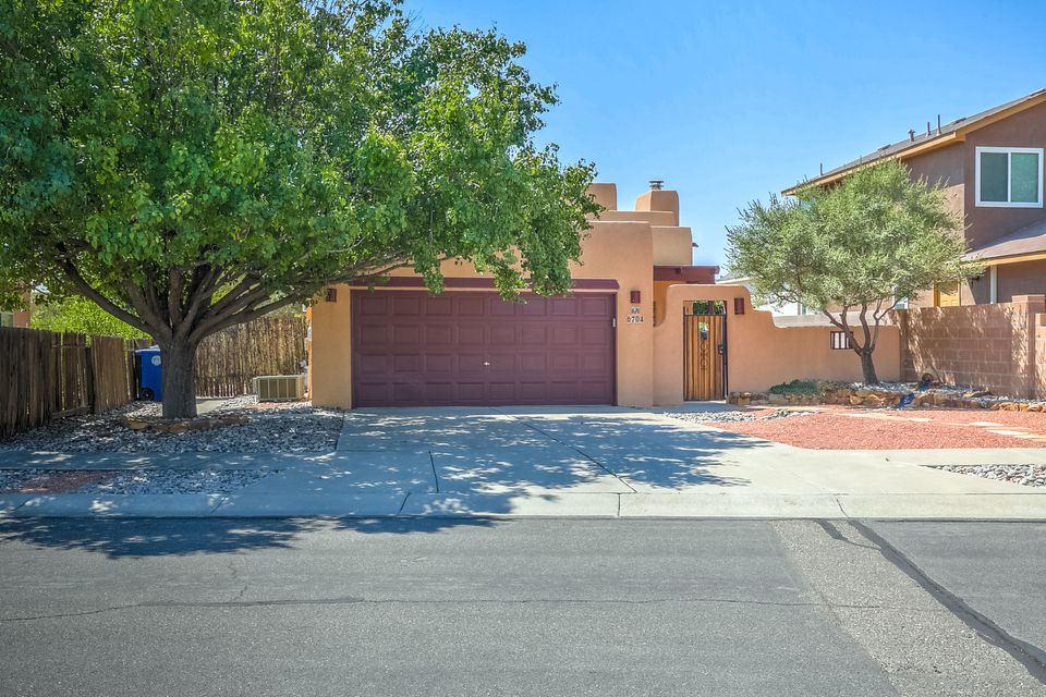 6704 Gleason Avenue NW, Albuquerque, NM 87120