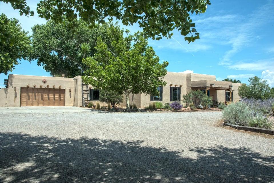 6902 Della Court SW, Albuquerque, NM 87105