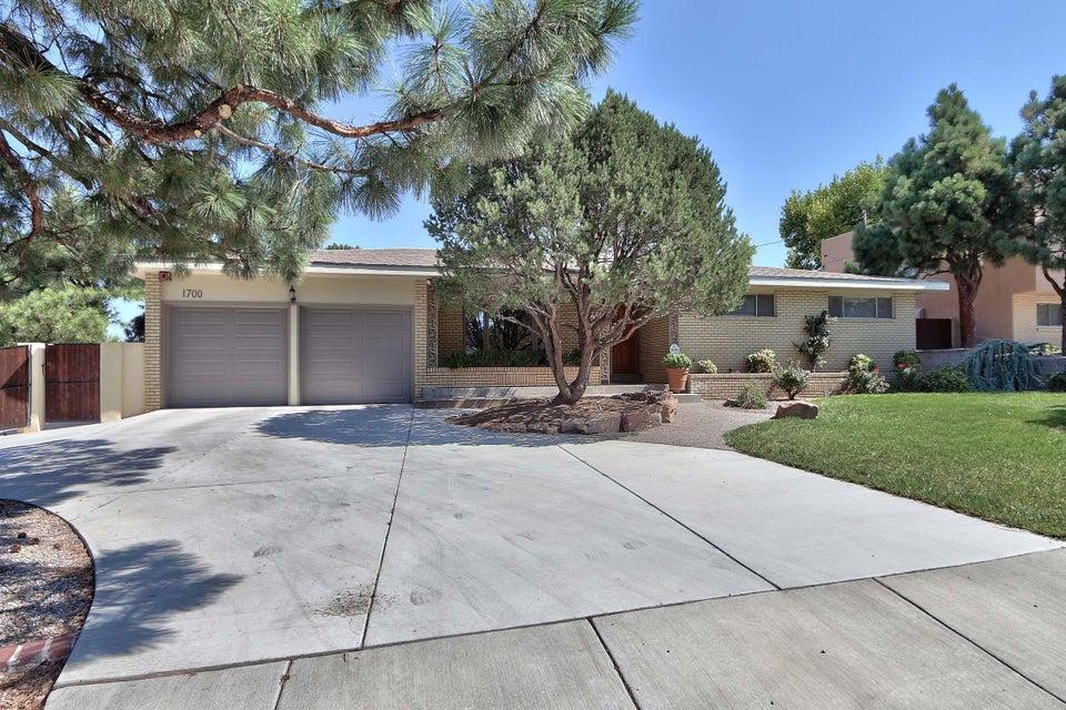 1700 Stanford Drive NE, Albuquerque, NM 87106