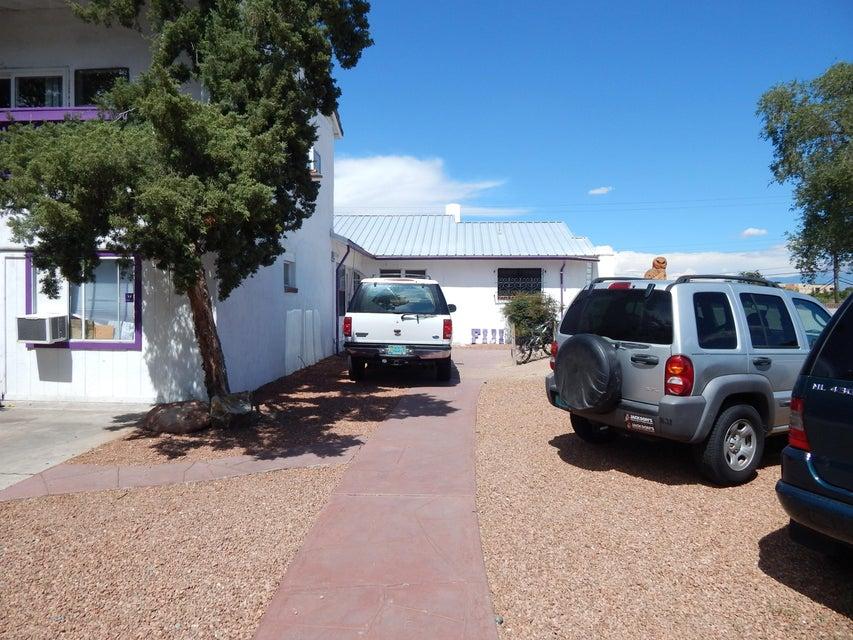 1715 Sigma Chi Road NE, Albuquerque, NM 87106