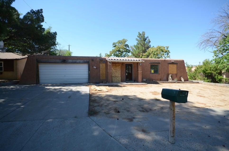 6316 Topke Place NE, Albuquerque, NM 87109