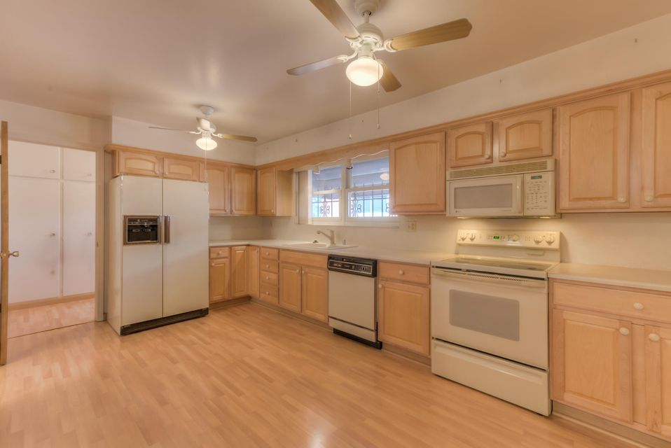 1700 California,Albuquerque,New Mexico,United States 87110,3 Bedrooms Bedrooms,2 BathroomsBathrooms,Residential,California,905167
