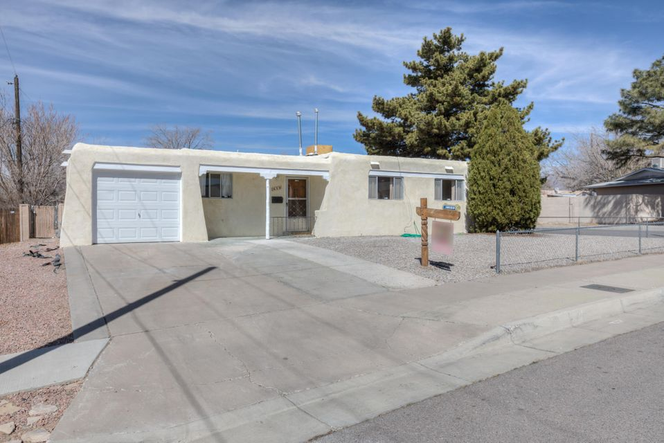 649 Maxine,Albuquerque,New Mexico,United States 87123,3 Bedrooms Bedrooms,2 BathroomsBathrooms,Residential,Maxine,913000