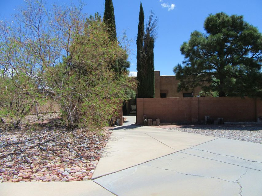 Northwest Albuquerque and Northwest Heights Homes for Sale -  Guest House,  6251 NW La Joya Place