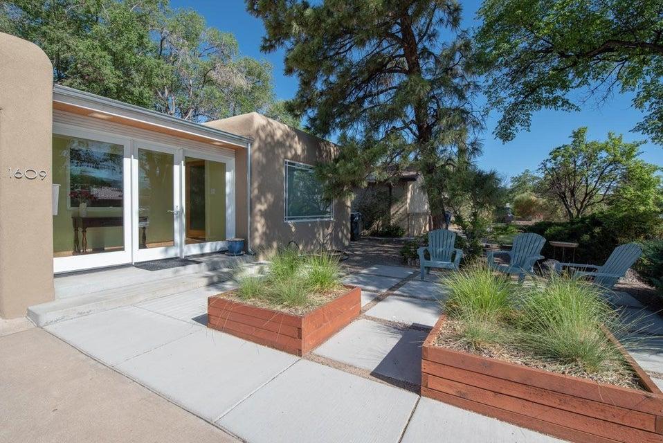 1609 Rita,Albuquerque,New Mexico,United States 87106,3 Bedrooms Bedrooms,2 BathroomsBathrooms,Residential,Rita,920213