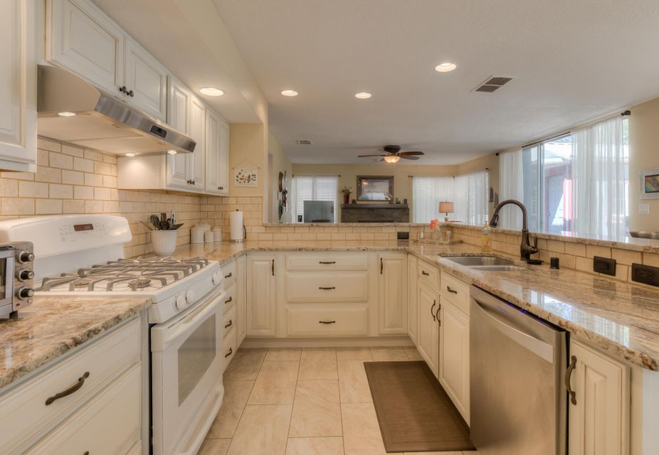 8605 Canyon Run,Albuquerque,New Mexico,United States 87111,4 Bedrooms Bedrooms,3 BathroomsBathrooms,Residential,Canyon Run,923976