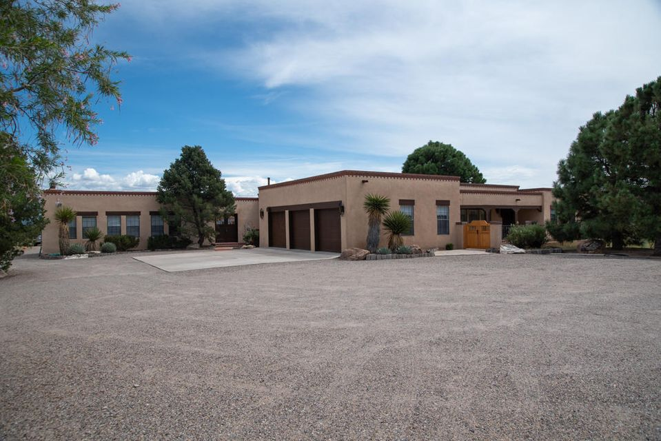 6564 NW Calle Redonda, Northwest Albuquerque and Northwest Heights, New Mexico