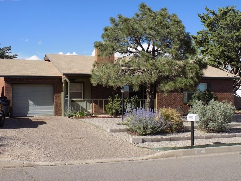 1665 SE Borealis Avenue, Rio Rancho, New Mexico