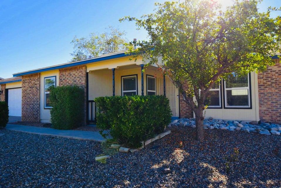 712 NE Saratoga Drive, Rio Rancho in Sandoval County, NM 87124 Home for Sale