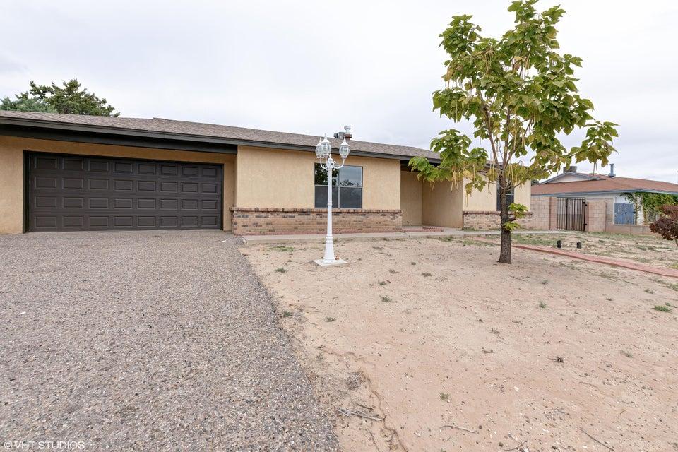 860 SE Navajo Lane, Rio Rancho in Sandoval County, NM 87124 Home for Sale