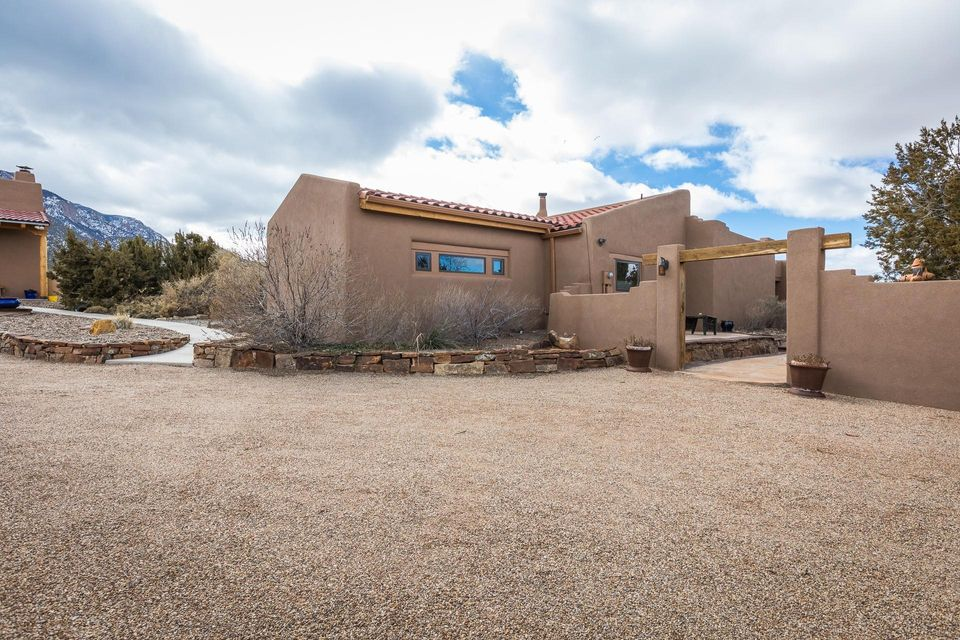 31 TUNNEL SPRINGS ROAD, PLACITAS, NM 87043
