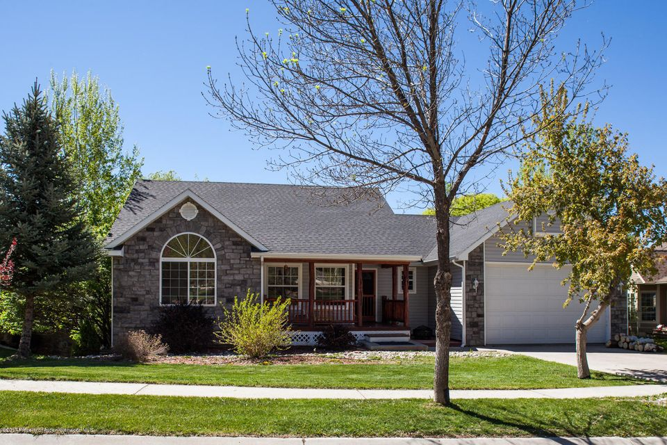 458 Silverhorn Drive, New Castle, CO 81647