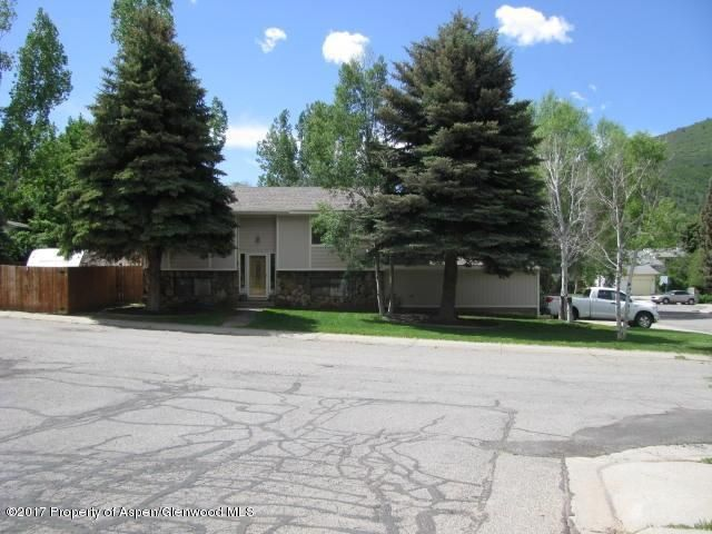 POPULAR GLENWOOD PARK SUBDIVISION! Corner lot, mature trees, fenced yard, RV parking, sprinklers, 2 car garage, large deck with pergola.Split level design, large master suite with patio doors, 2 garden level bedrooms, 1 bath and family room with kitchenette in lower level. Heated garage w/ storage area above. All kitchen appliances included and also additional refrigerator in fam. room.NOTE: Sellers under contract on replacement property. Buyer must be able to close on this property within 40 days from MEC, Fairway Mortgage in GWS (945-4001) can guarantee closing in under 40 days for qualified buyer. Pre-Qualification required. Possession must be 10 days after Closing.Washer. dryer, freezer in garage are excluded. 2 built in air cond. units incl