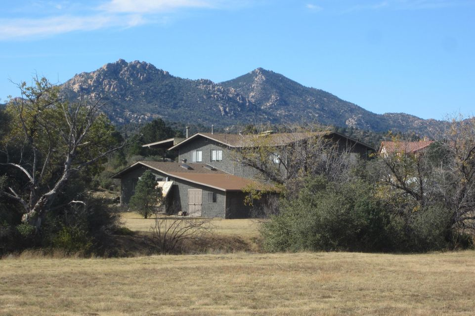 17900 S PINON Lane, Peeples Valley, AZ 86332