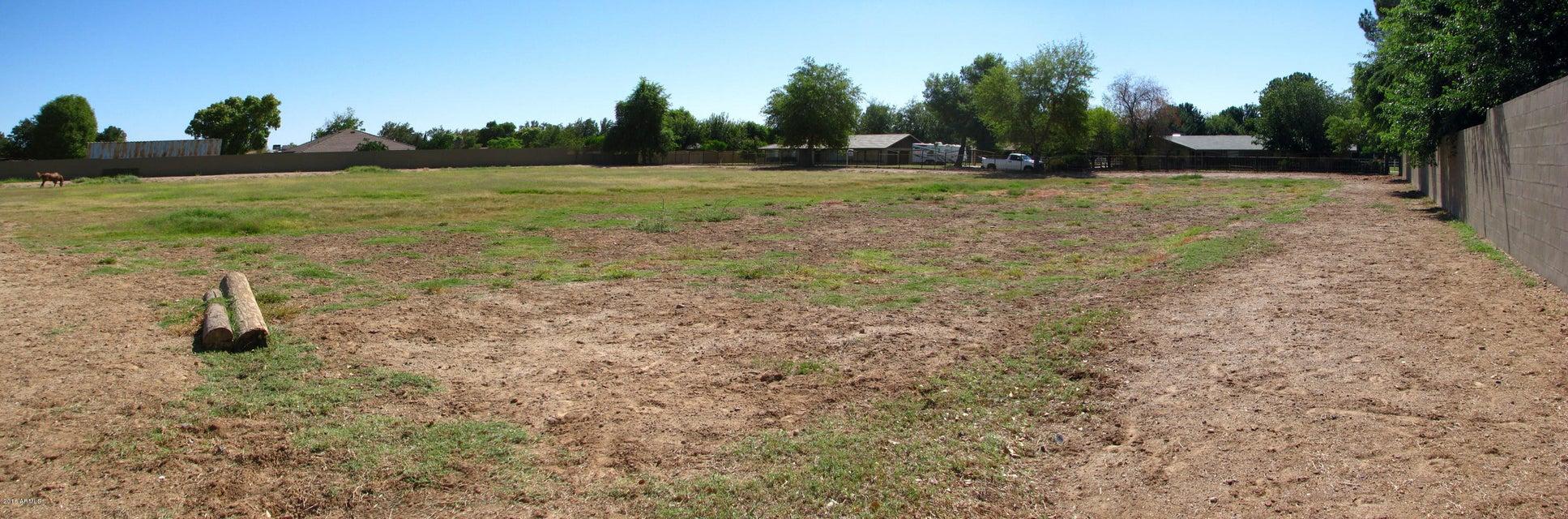 8010 W Country Gables Drive, Peoria, AZ 85381