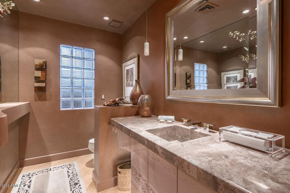 Additional photo for property listing at 70 Biltmore Estate  Phoenix, Arizona,85016 United States
