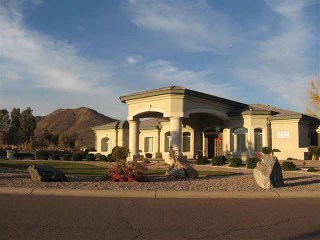 5648 W MISTY WILLOW Lane, Glendale, AZ 85310