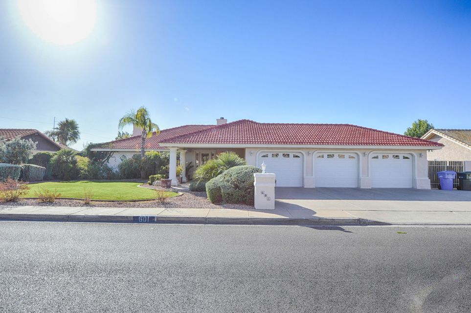 601 E Paradise Lane, Phoenix AZ 85022