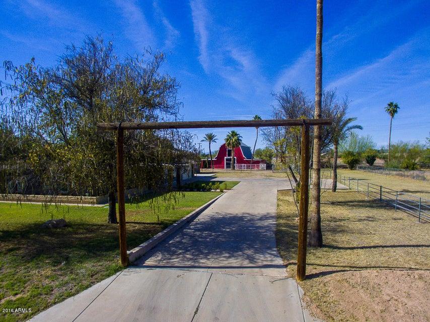 6902 W COUNTRY GABLES Drive, Peoria AZ 85381