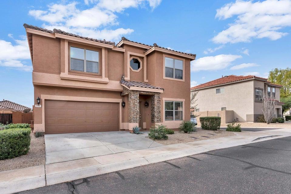 1703 W AMBERWOOD Drive, Phoenix, AZ 85045